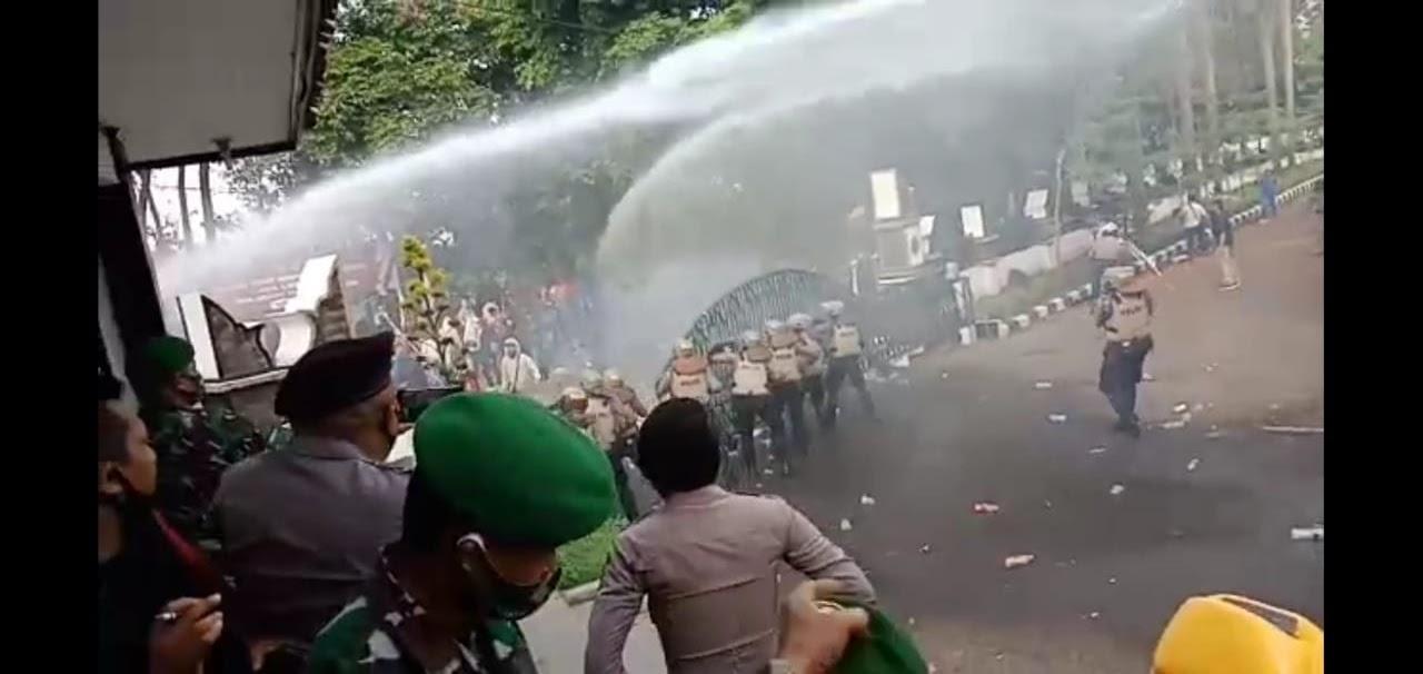 Demo Tolak Omnibus Law Di DPRD Purwakarta Berakhir Ricuh