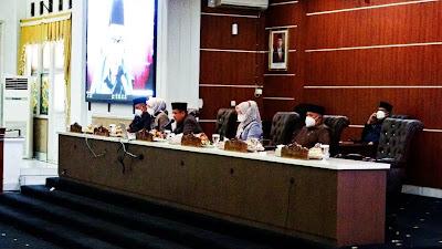 DPRD Purwakarta Menetapkan Tiga Raperda Menjadi Perda Bersama Bupati